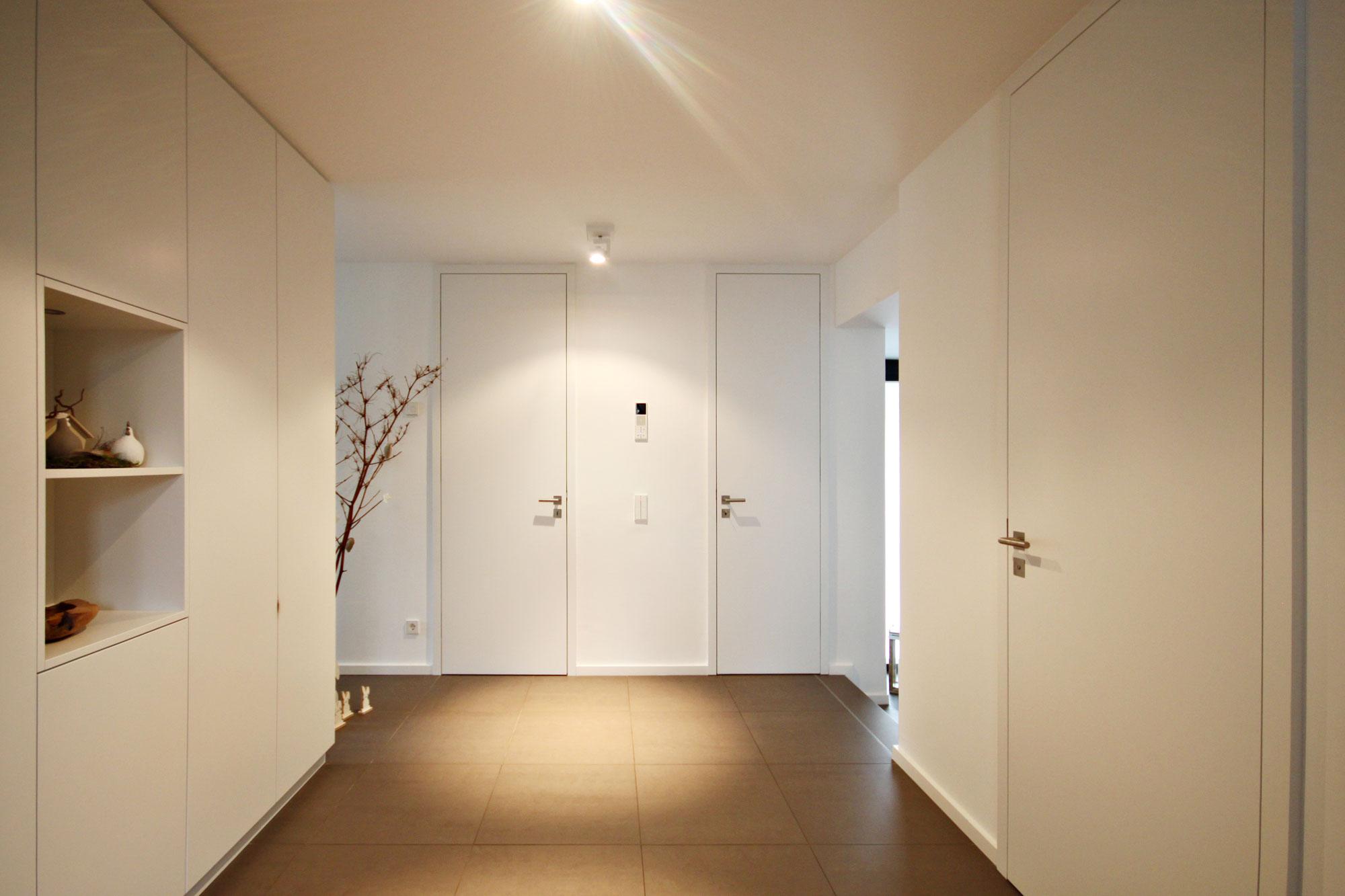 moderne raumhohe t ren legno werkst tte f r holzarbeiten. Black Bedroom Furniture Sets. Home Design Ideas